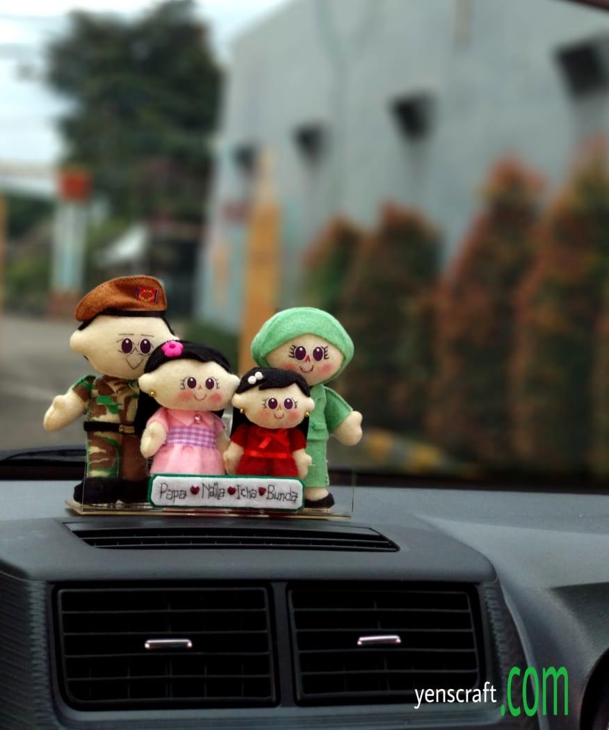 hiasan dashboard boneka keluarga TNI Persit