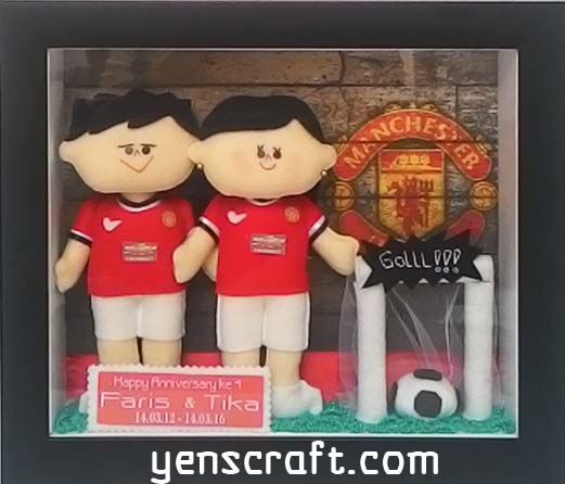 hadiah first anniversary spesial boneka couple jersey manchester united