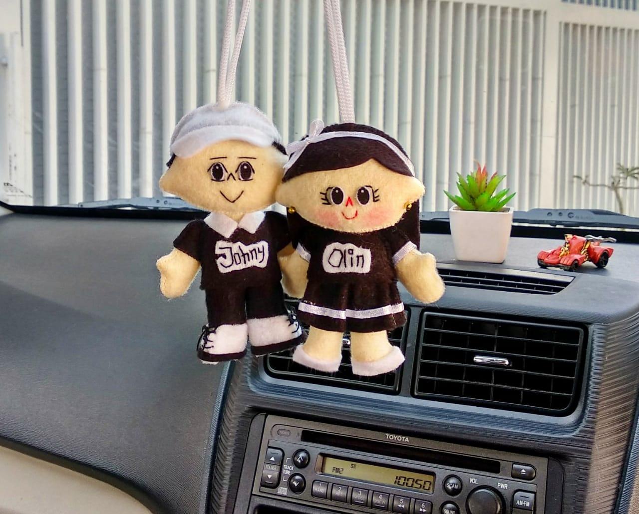 Hiasan-gantungan-spion-mobil-boneka-couple