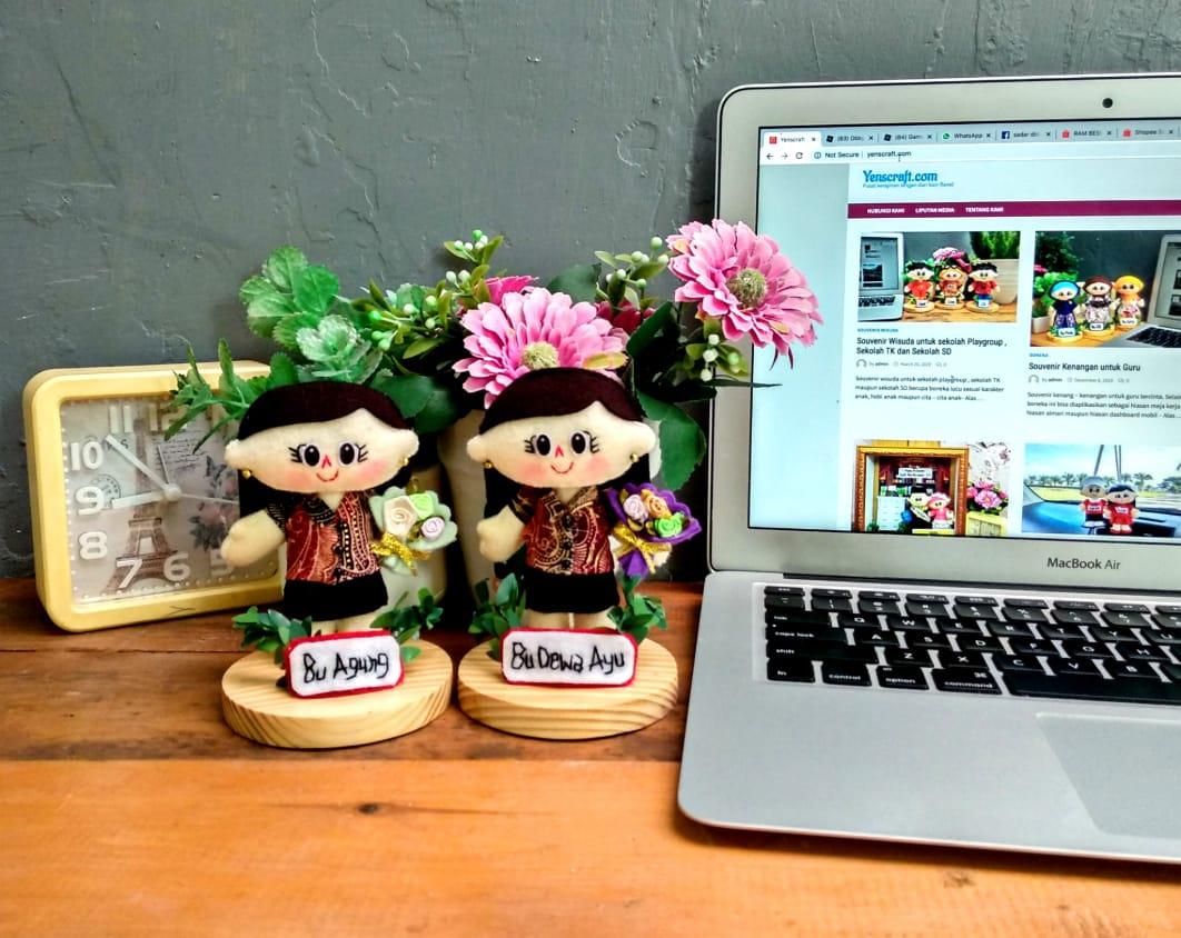 souvenir-boneka-guru