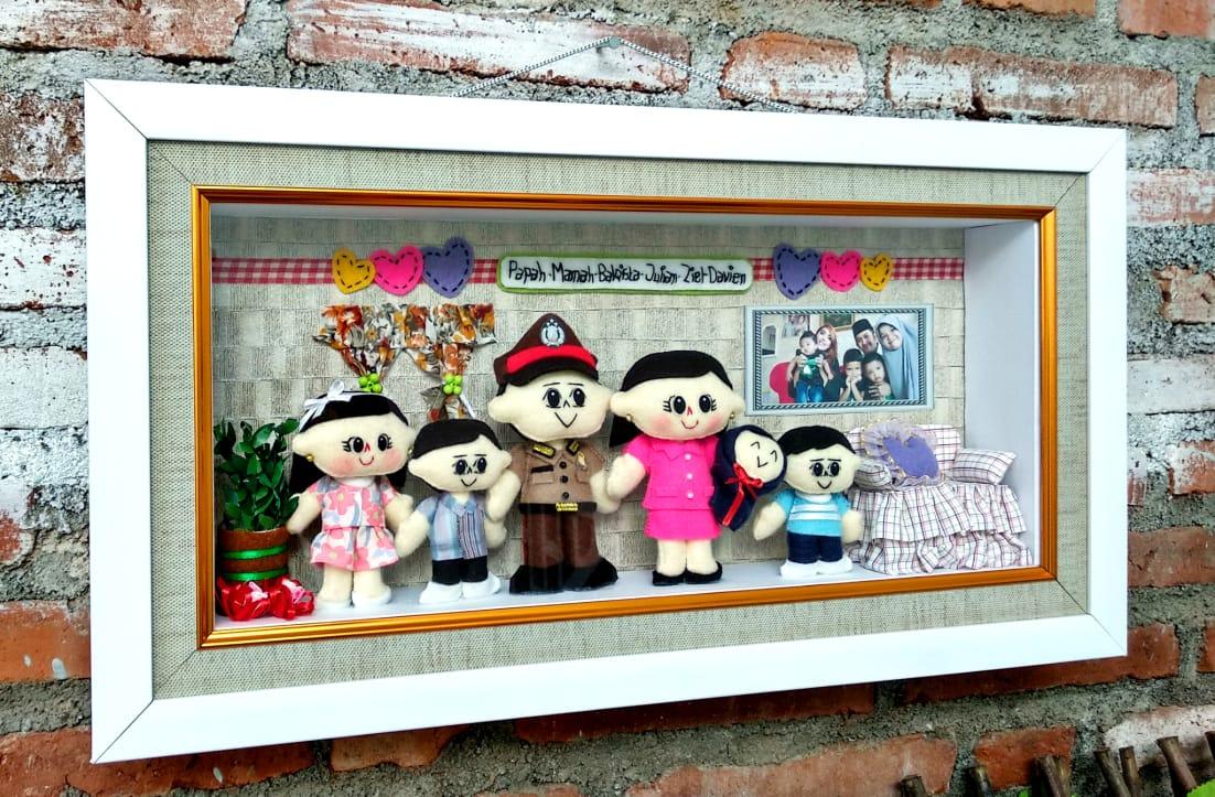 Boneka Keluarga polisi
